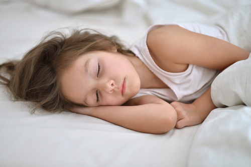 Preschoolers who go to sleep early are less likely to be obese adolescents.